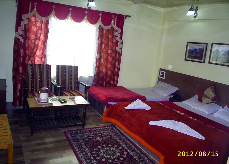 Triple Bed Family Room