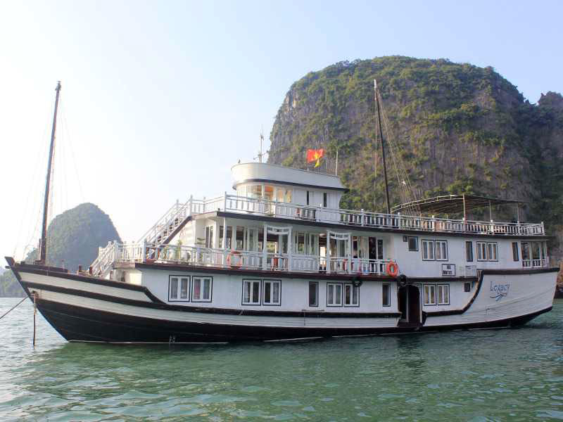 Cruise in Ha Long Bay