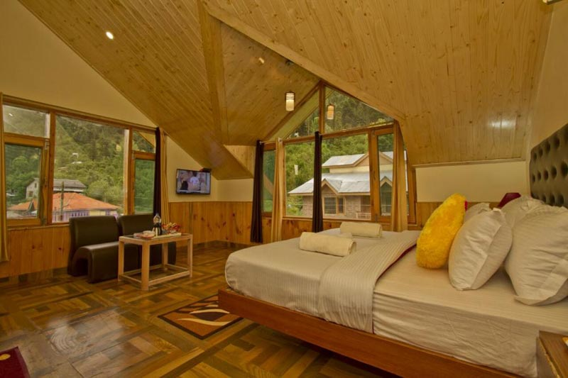 Wooden villa mountain valley view room