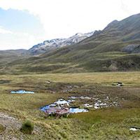 coloured lake Pumapampa in the way to Pastoruri Glacier