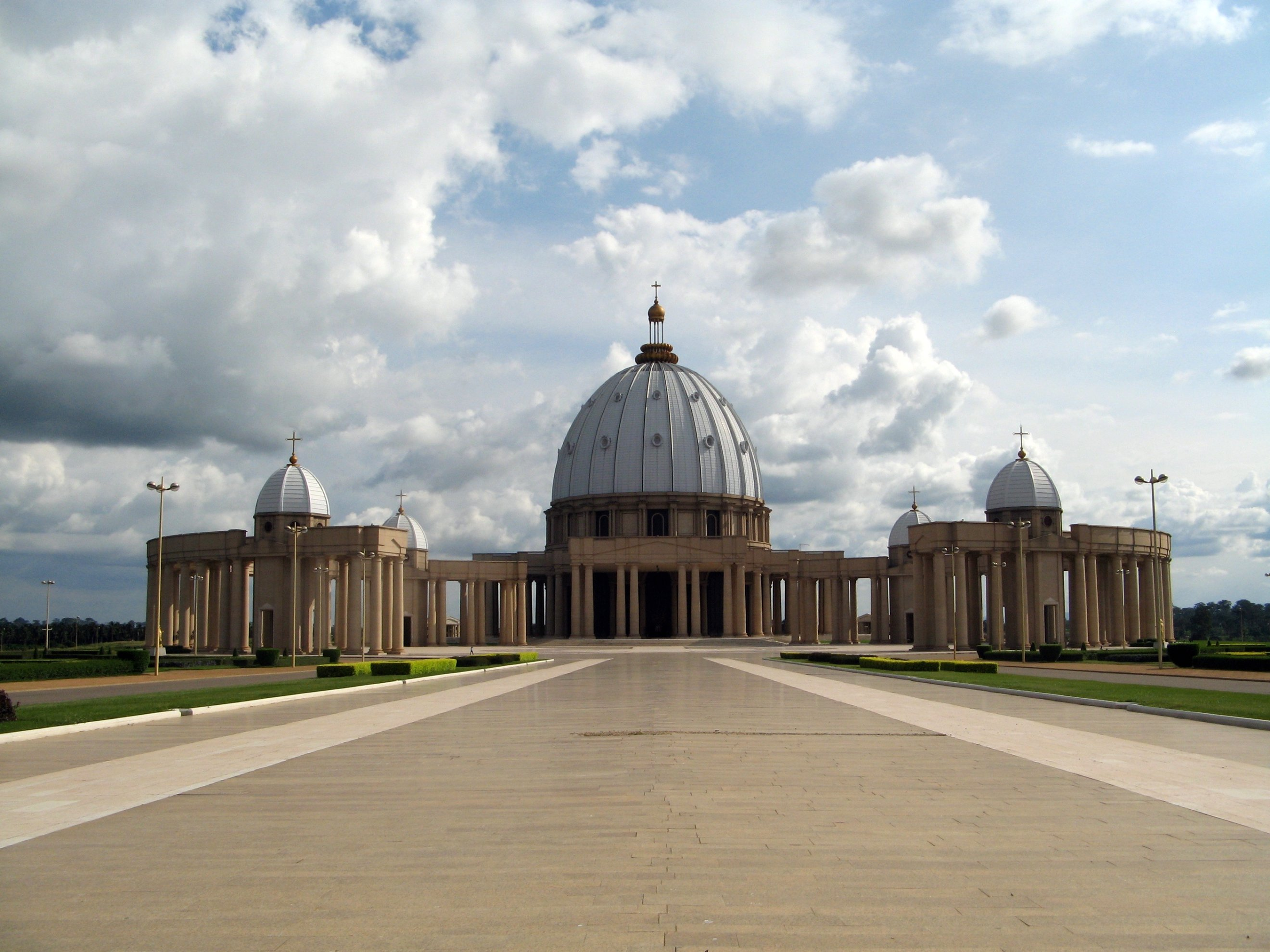Basilica of Our Lady of Peace of Yamoussoukro in Yamoussoukro