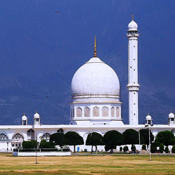 Hazratbal Mosque in Srinagar