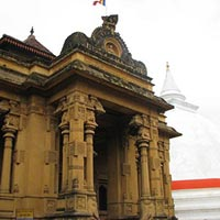 Kelaniya Raja Maha Vihara in Colombo