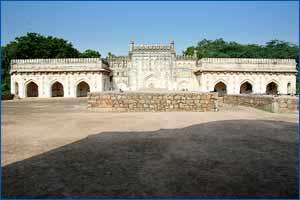 Madhi Masjid in New Delhi