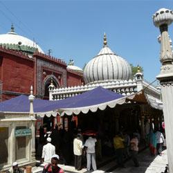 Nizamuddins Tomb in New Delhi