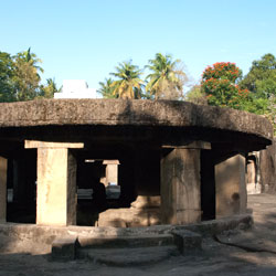 Pataleshwar Temple in Pune