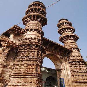 Siddi Bashir Mosque (Shaking Minarets)