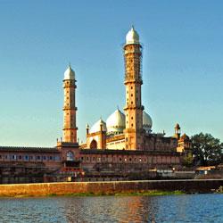 Taj ul Masjid