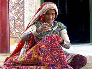 Book Gujarat Textiles And Handicrafts Package Id 15132