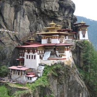 Paro - Thimphu - Trongsa - Bumthang - Ngalakhang - Tang Ugyencholing - Bumthang - Punakha - Thimphu - paro