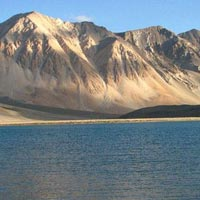 Srinagar - Gulmarg - Pahalgam - Sonamarg - Kargil - Uleytokpo - Leh - Pangong Lake
