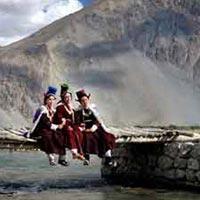 Manali - Rohtang Pass - Keylong - Jispa - Leh - Srinagar