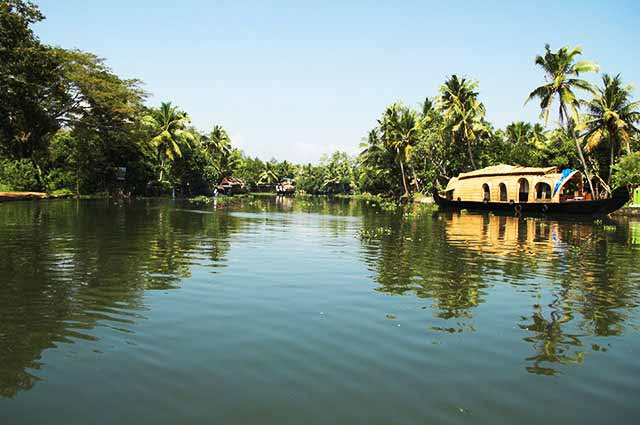 Kumarakom is famous tourist places in kerala