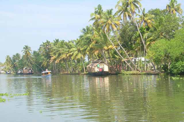 Kuttanad Backwaters is most famous places in Alleppey