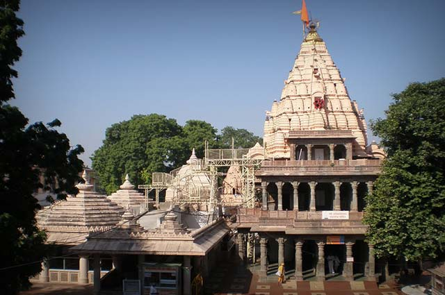 Mahakaleshwar Jyotirlinga is one of the most popular tourist places in ujjain
