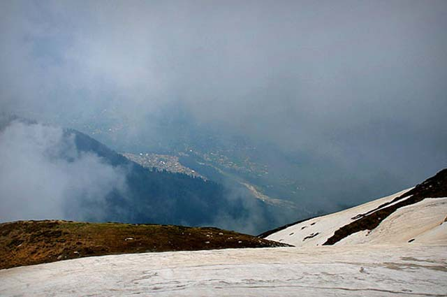 Manali is the famous hill stations in India