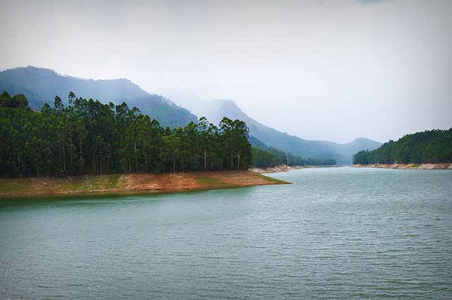Mattupetty Dam is the most famous tourist spot in Munnar