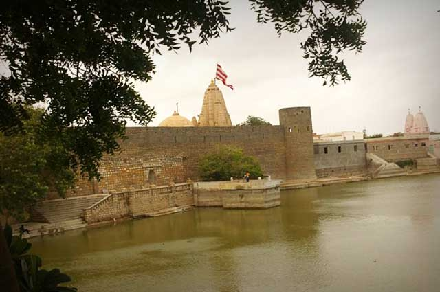 Narayan Sarovar is one of the famous places in kutch