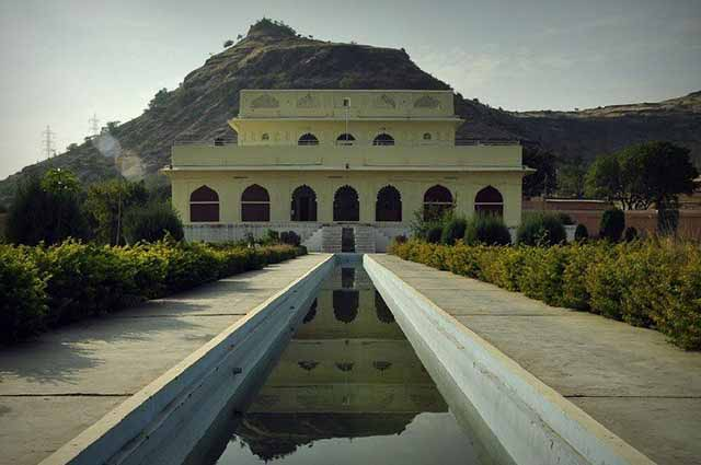 Sunheri Mahal  is one of the most famous Mahal in Aurangabad