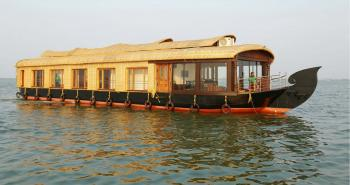 Four bedroom Houseboat