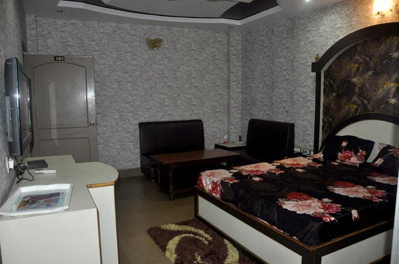 SUIT ROOMS