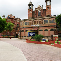 Baroda Museum and Art Gallery and The Maharaja in Ahmedabad