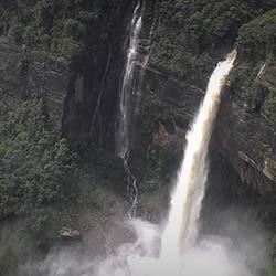 Nohsngithiang Falls in Shillong