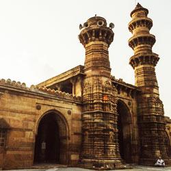 Siddi Bashir Mosque (Shaking Minarets) in Ahmedabad