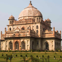 Tombs Of Saadat Ali Khan & Khurshid Zadi in Lucknow