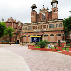 Vadodara Museum And Picture Gallery in Vadodara (Baroda)