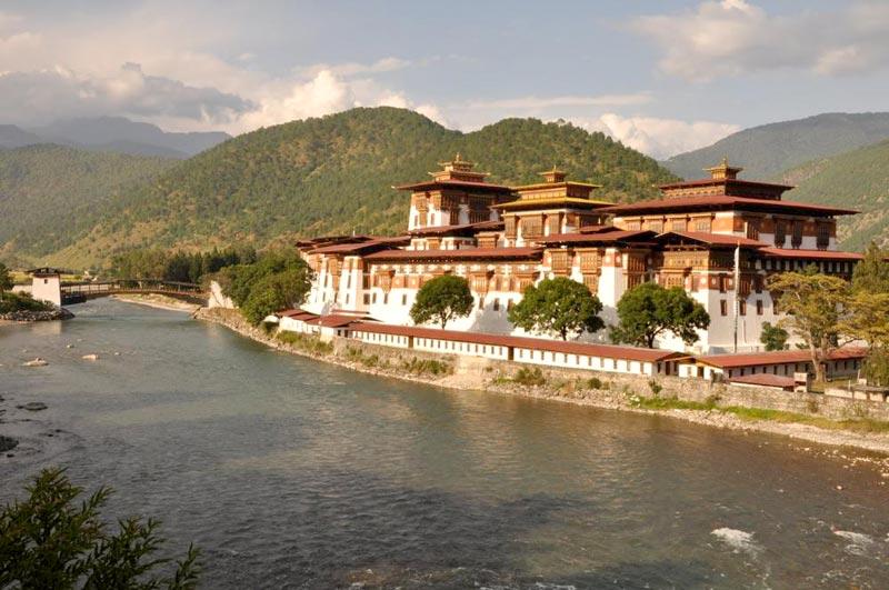New Jalpaiguri - Pheuntsholling - Paro - Thimphu - Punakha - Domchoe - Wangdue Dzong Tour
