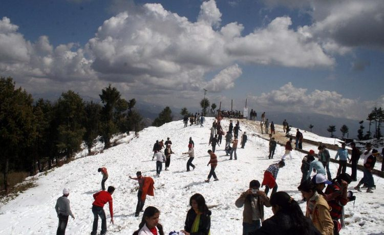 Enjoying Shimla Manali Package