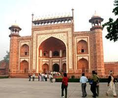 Delhi - Allahabad - Varanasi - Khajuraho - Agra - Jaipur Tour