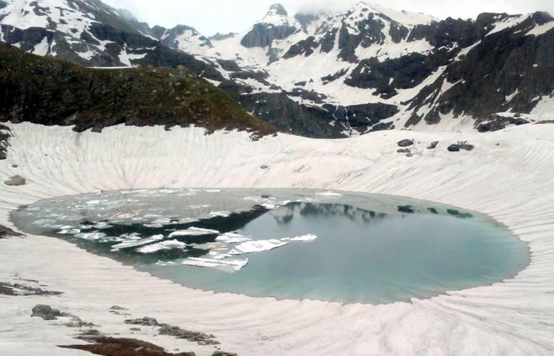 Trek To The Elusive Futta Saur Tour  – Mountain Of Lakes Altitude: (14,250 Ft.)