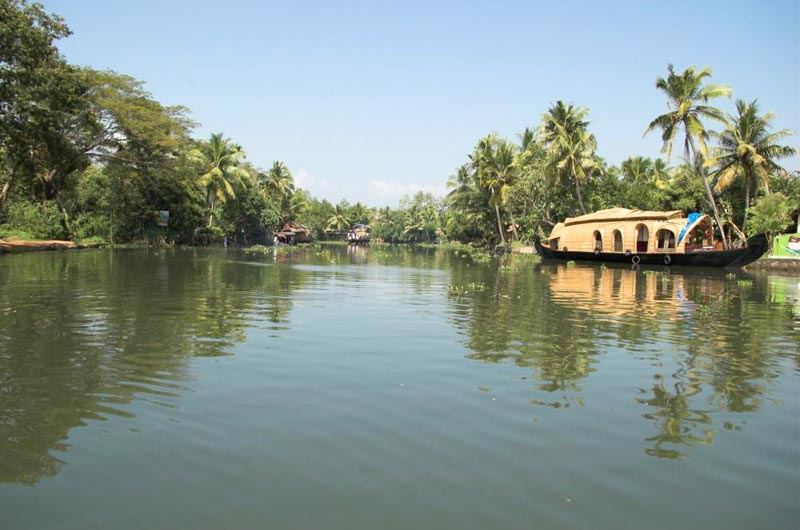 Kerala Backwater & Beach - Houseboat, Kumarakom, Cherrai Beach
