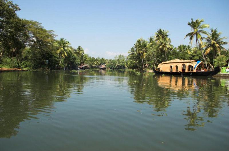 Mesmerising Backwaters (Cochin - Alleppey (Houseboat) - Kumarakom)