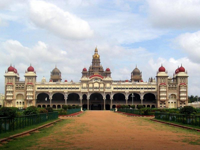 Bangalore -Mysore - Ooty - KodaiKanal By Bus Tour