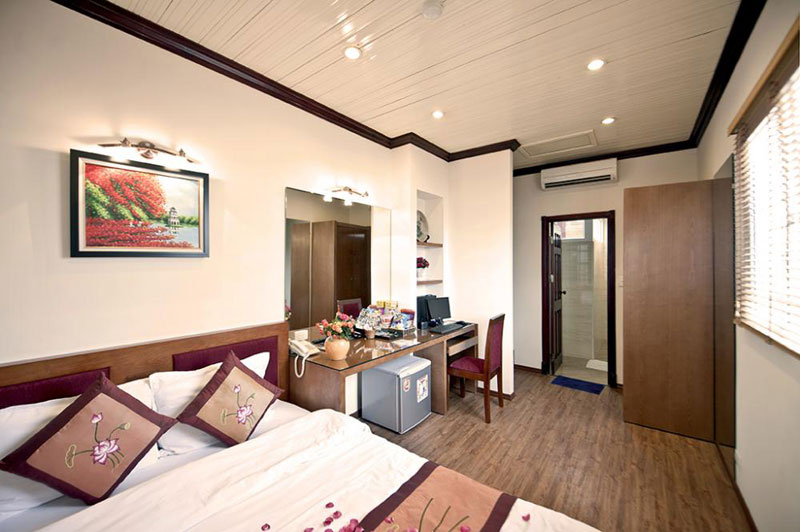 Hotel And Cruise In Halong Bay