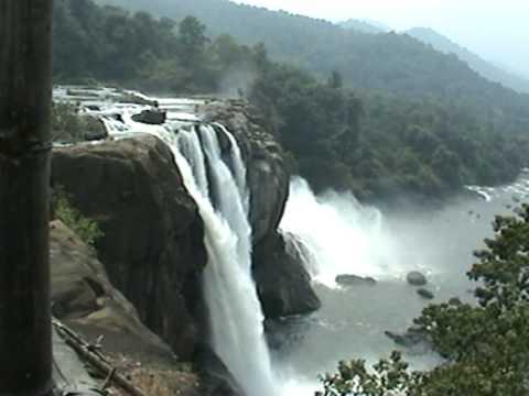 Munnar- Alleppey- Cochin- Athirapallya Water Falls- Guruvayoor Tour