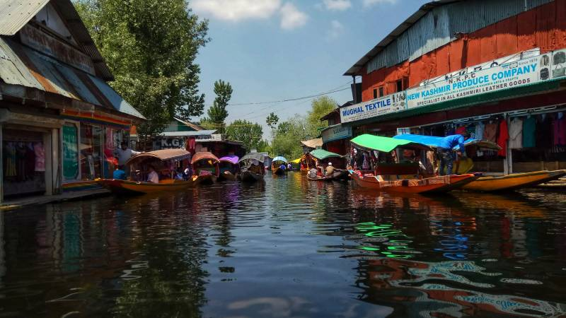 Kashmir Seasonal Tour 06 Nights / 07 Days
