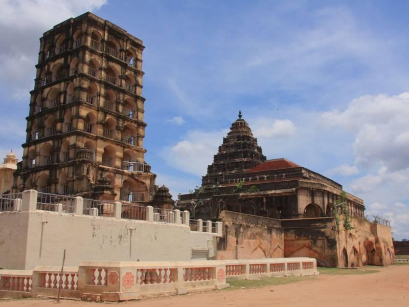 Guruvayur - Madurai - Thiruchanapalli - Tanjayur - Rameshwaram - Kanyakumari - Trivendram  Tour