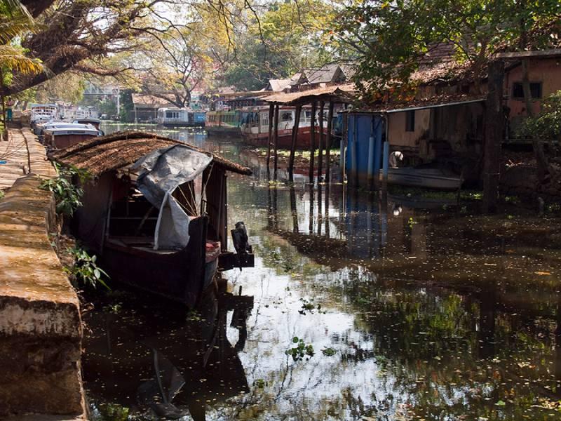 Kochi – Munnar - Thekkady -alleppey  – Kovalam-cochin Tour