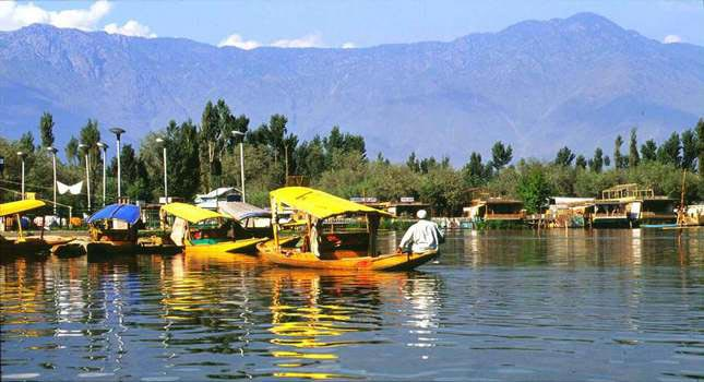 Kashmir 3 Star Holiday Package For 6 Days (Pay For Four Nights Get 5th Night Free With Breakfast