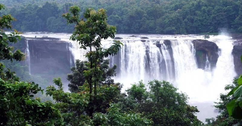 Munnar-Alleppey-Cochin-Athirapallya Water Falls-Guruvayoor Tour