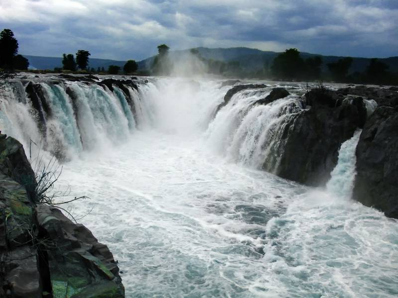 Tamilnadu A Getaway Beaches - Waterfalls - Mountains Tour