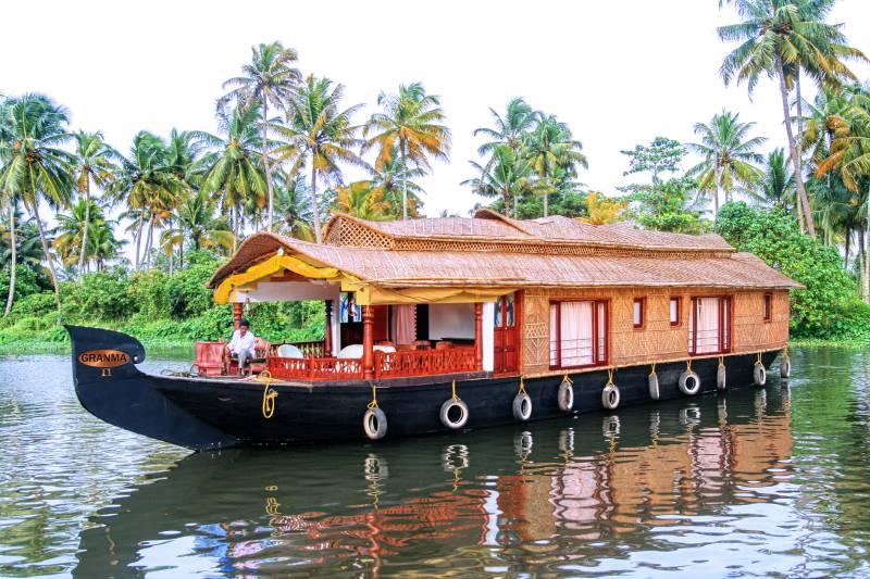 Munnar - Alleppey Backwater Cruise Tour