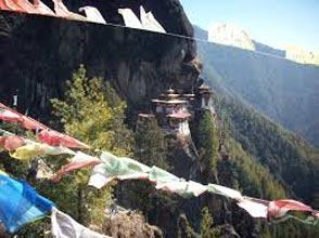 Gangtok, Darjeeling, Lataguri, Pheunstholling, Thimphu, Punakha, Paro Tour