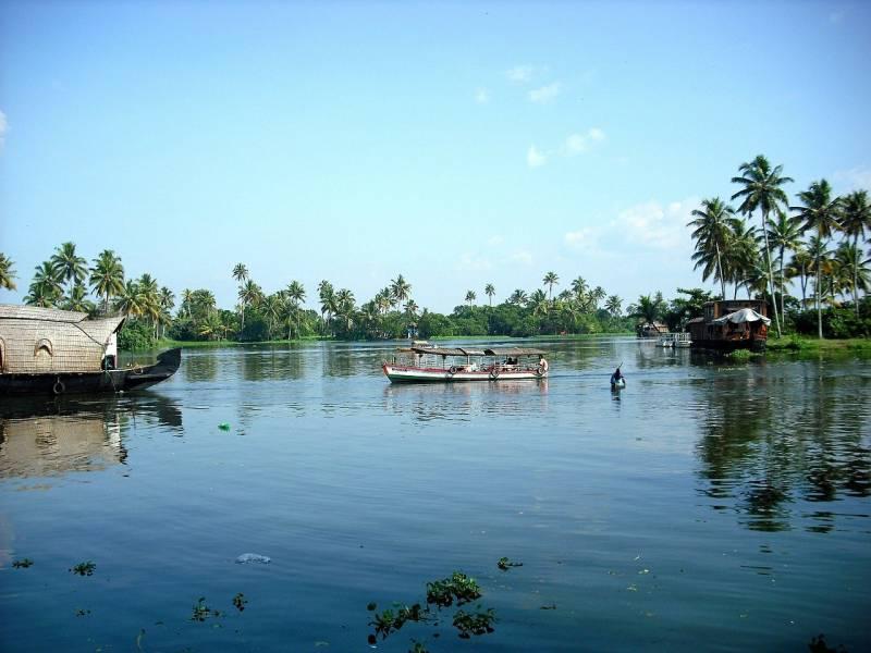Stunning Backwaters Of Kerala Tour
