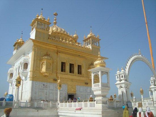 Holy Gurudwara Darshan Tour