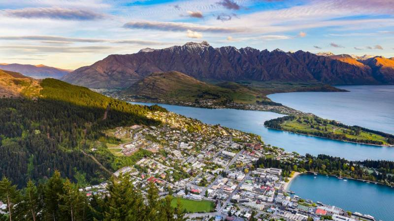New Zealand Tour (A Holiday In Heaven)